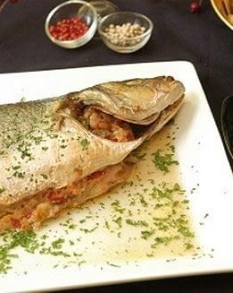 Lubina rellena de salmón y queso