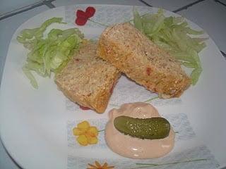 Pastel de pescado con salsa rosa