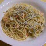 Espaguetis con gulas y congrio