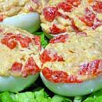 Huevos rellenos con pimientos