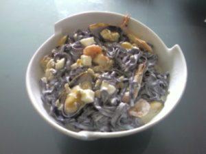 Tallarines con salsa de calamar y sepia