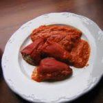 Pimientos rellenos fáciles de carne picada con salsa de queso azul