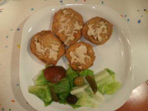 Setas de cardo rebozadas con salsa roquefort