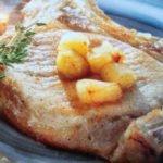 Chuletas de cerdo a la sidra con patatas cocidas