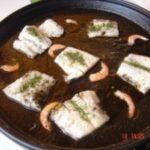 Revuelto de bacalao con salsa de tinta de calamar