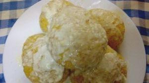 Naranjas de arroz con calabaza y fondue de queso taleggio
