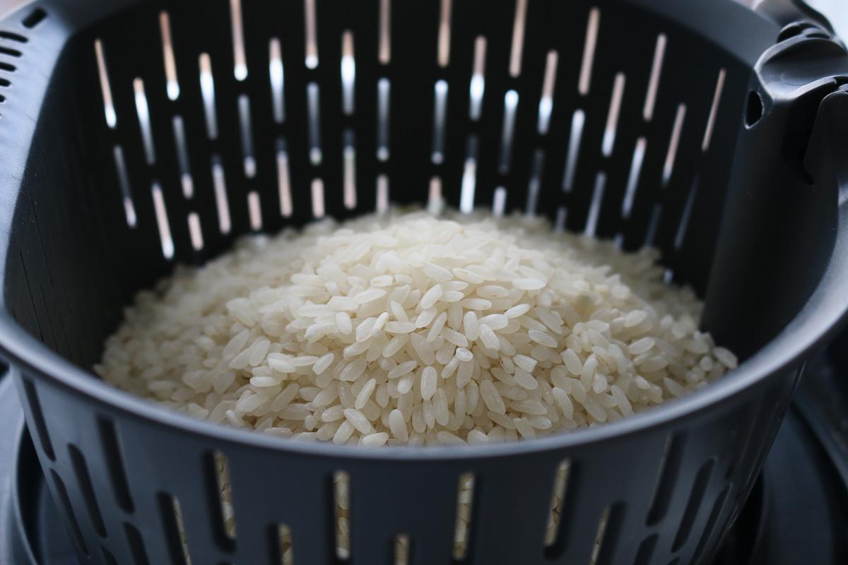 Arroz de sushi en un cuenco de arroz Thermomix.