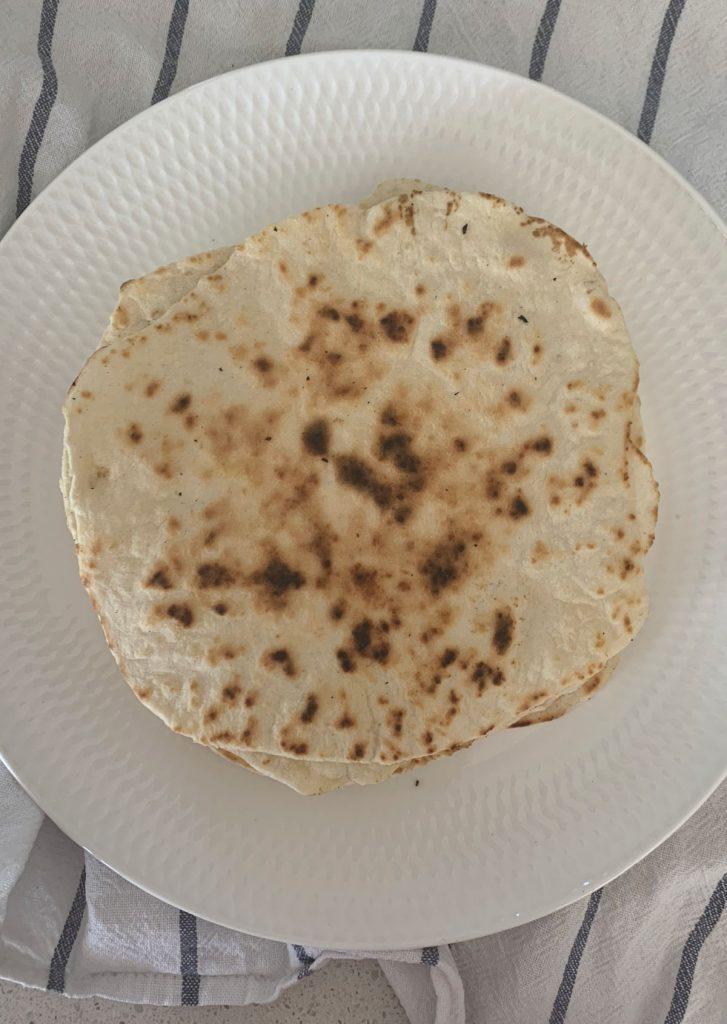 Vista superior de un plato con tortillas