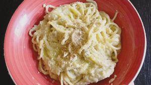 Como hacer Espaguetis con crema de coliflor y avellanas